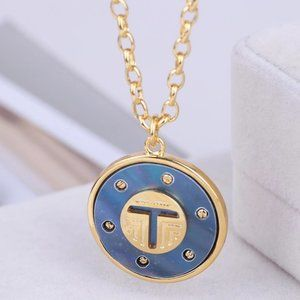 🎁Tory Burch Natural Shell Inlaid Round Necklace